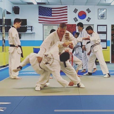 sun taekwondo class